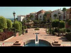 Cluburlaub Spanien - Aldiana Alcaidesa - Clubvideo - Umgeben von den schönsten Golfplätzen Spaniens, ist unser Aldiana an der Costa del Sol ein echter Golfertraum. Erleben Sie von unserer Anlage aus einen einmaligen Blick auf den berühmten Felsen von Gibraltar. Nutzen Sie unsere zahllosen Sport- und Entspannungsmöglichkeiten. www.aldiana.de  www.facebook.com/ClubAldiana Golfer, Videos, Sidewalk, Sport, Facebook, Mansions, House Styles, Rocks, Spain