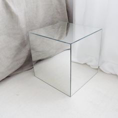 diy mirror cube using IKEA LOTS - DIY furniture & home design - Diy Creative ideas Furniture, Ikea Diy, Mirrored Furniture, Ikea Mirror, Diy Mirror, Diy Mirrored Furniture, Mirror Box Diy, Cube Design, Ikea Mirror Hack