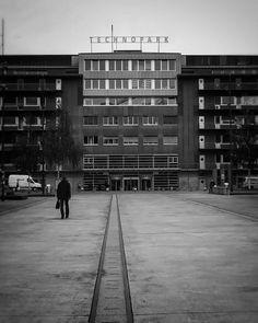 . 👉🏼#öisekreisföif . . . Multi Story Building, Instagram Posts, Elephants