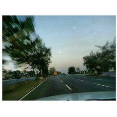 ガラッガラッ!! 今日は#goodfriday  no #traffic at all... #holyweek#holidays #philippines#フィリピン#drive#roadtrip#ドライブ