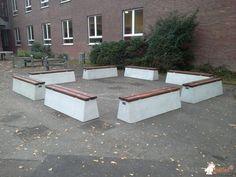 Betonbank DeLuxe bij Städtische Realschule Korschenbroich in Korschenbroich