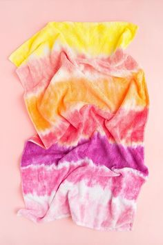 Add a splash of color with these three summer camp inspired tie-dye projects! Diy Projects For Kids, Diy For Kids, Crafts For Kids, Craft Projects, Craft Ideas, Tie Dye Crafts, Diy Crafts, Pink Dye, Tie Dye Kit
