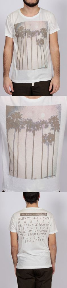 GRAPHIC T-SHIRT FABRICS: JERSEY 50% COTTON 50% POLY / MODEL HEIGHT'S 175 CM WEARING SIZE L FIT REGULAR / CODE DU 13109