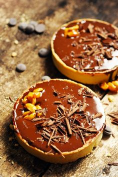 Caramel, peanuts and chocolate tartlets
