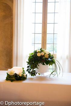Vorrei una finestra come questa ... i fiori poi sono semplici e in linea con lo stile della Villa