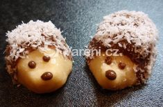 Another Czech Christmas cookie recipe: Jezky cookies (the untraditional way) / Recept na dalsi cukrovi: Jezci - Czechmatediary Chocolate Crinkles, Chocolate Cookies, Best Holiday Cookies, Christmas Cookies, Doodle Cake, Russian Pastries, Famous Drinks, Sour Cream Sauce, Czech Recipes