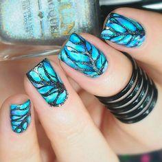 Blue nail art design idea