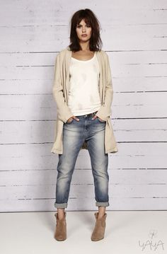 Sunday Kinda Look - boyfriend jeans + cardi + ankle boots Kinda simple. I really love the boyfriend jean. Fall Winter Outfits, Spring Outfits, Dress Winter, Winter Maxi, Looks Style, Style Me, Mode Outfits, Casual Outfits, Jean Outfits