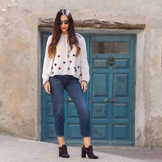 Blusa con pompones y unos zapatos de terciopelo bordados espectaculares de @fratellirossettiofficial Tenéis todas las fotos y detalles en el blog (enlace directo en mi BIO). Que paséis un buen finde guapos  A lovely blouse and a new pair of amazing embroidered ankle boots from #FratelliRossetti the result is  You have all the details and pictures on the blog (link in BIO). Have a Nice weekend  #RossettiWorld#madeinitaly#designershoes#handmadeshoes#zara #zaradaily…