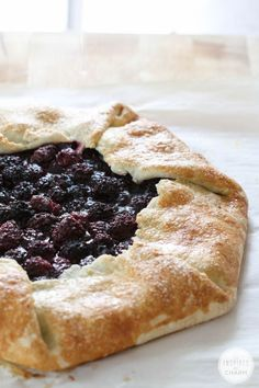 I love this Blackberry Crostata Recipe because it's an easy and rustic way to serve a delicious summer dessert everyone will love. Summer Desserts, Just Desserts, Delicious Desserts, Yummy Food, Cannoli, Crostata Recipe, Biscotti, Dessert Crepes, Brownie