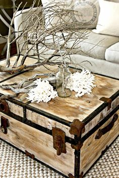 Painted trunk for coffee table= boys can't destroy it, maybe? (painted trunk by Salvag Dior ) Old Trunks, Vintage Trunks, Trunks And Chests, Seaside Decor, Beach House Decor, Coastal Decor, Home Decor, Seaside Style, Coastal Style