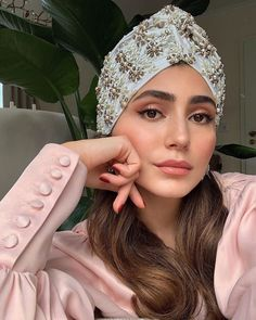 Add a little *extra* to your accessories by way of chic turbans. Make like and grab yours via the link in bio 😍 Foto E Video, Photo And Video, Night Makeup, Contour Makeup, Top Designer Brands, Modest Fashion, Casual Looks, Mary Janes, Fashion Online