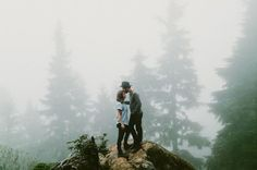 How gorgeous is this foggy engagement photo?