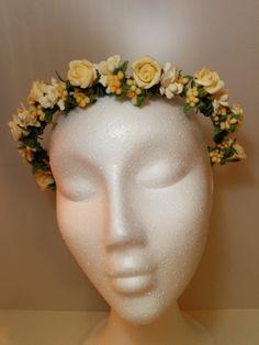 Modelo Hipatia con orquídeas  #diadema #corona #tocado #evento #boda #comunion #novia #invitada #flores #moda #diademadeflores #coronadeflores #complementos #peinado #artesania #manualidades #lamoradadenoa