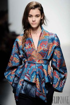 modeinspiration Leonard Otoño-Invierno - Pret a porter The best way to Discover the Good P Batik Fashion, Boho Fashion, High Fashion, Fashion Dresses, Womens Fashion, Fashion Design, Style Russe, Mode Kimono, Style Haute Couture