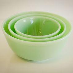 Platters and Bowls - Antique Jadite Mixing Bowl Set - Sweet and Saucy Supply Vintage Bowls, Vintage Dishes, Vintage Glassware, Vintage Kitchen, Antique Dishes, Vintage Green, Green Milk Glass, Green Bowl, Jade Green