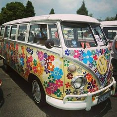 Hippies aren't into hate. Okay, which means you discover that you're a hippie. Then you are going to be a clean hippie. Then you're going to be a clean hippie. Hippie Style, Combi Hippie, Hippie Car, Hippie Life, Volkswagen Bus, Vw Camper, Campers, Chevrolet Silverado, Vw T1 Samba