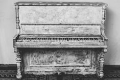 Learn To Play Piano What is the secret to finishing what you start? How do you evaluate what things you should be accomplishing. How do you set the right life goals? Arte Do Piano, Piano Art, Requiem For A Dream, White Piano, Instrumental Beats, Best Piano, Keyboard Piano, Midi Keyboard, Music Beats