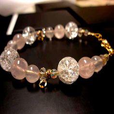 ΧΕΙΡΟΠΟΙΗΤΟ ΒΡΑΧΙΟΛΙ ΡΟΖ ΚΑΙ ΛΕΥΚΟΣ ΧΑΛΑΖΙΑΣ ΧΡΥΣΟ  (V103) Diamond Earrings, Beaded Bracelets, Jewelry, Fashion, Moda, Jewlery, Bijoux, La Mode, Pearl Bracelets