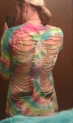t shirt cutting: fairy wing design (apple comment)-Id go with a solid color and then paint or somthing but awsome idea! Shirt Cutting, Wings Design, Fairy Wings, T Shirt Diy, Cut Shirts, Cute Outfits, Apple, Sewing, Crafts