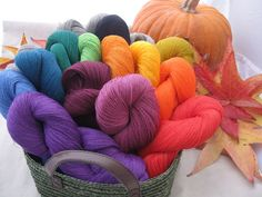Linen yarn from Lithuanian etsy shop. For knitting, of course, but also for rubbing happily on one's face.