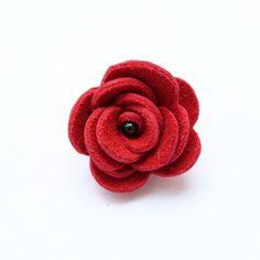 Ozdoba do klopy - červená kožená květina // KOŽENÁ ozdoba do pánské klopy // Průměr cca 3,0 cm. // Zapínání typ odznak. // Bude dodáno v dárkové krabičce :)