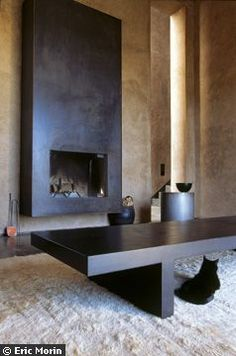 Interesting surface - Decoration For Home Stone Fireplace Surround, Metal Fireplace, Fireplace Built Ins, Black Fireplace, Home Fireplace, Modern Fireplace, Fireplaces, Living Room Remodel, Home Living Room