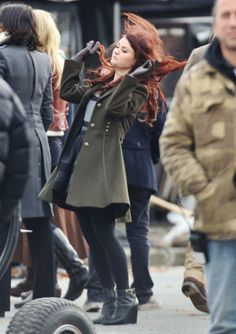Emilie De Ravin on the set of 'Once Upon a Time' --> this girl has the greatest set pics xD