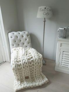 Joetjz plaid/woondeken. Handgemaakt plaid van Joetjz xxl knit van 100 %   puur superzacht merinowol. Plaid op deze afbeelding is 120 euro.  Www.joetjz.nl