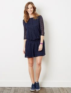 Get bang on trend with this lace dress, perfect to wear all nine months. With cleverly-designed details for easy nursing!    Adaptable maternity and nursing dress  Round neckline  Long sleeves  Front press-stud placket: for easy nursing  Low waist elastic to place under bump  Length approx. 88,5 cm    WHAT YOU NEED TO KNOW  Order your usual size before you were pregnant  Our Colline adaptable 'before and after' clothing takes your new shape into account  Still unsure of your size? Tak...