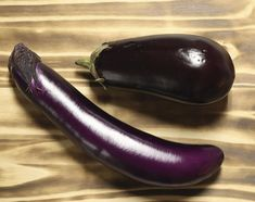 Japanese eggplants, bottom, and Italian eggplants can be used in unique ways to make delicious snacks and meals. Squash Eggplant Recipe, Eggplant Dishes, Eggplant Parmesan, Potluck Recipes, Veggie Recipes, Wine Recipes, Potluck Food, Summer Recipes, Easy Recipes