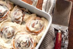 Copycat Cinnabon Cinnamon Rolls (w/ cake mix)– Cookies for England Cinnabon Cinnamon Rolls, Homemade Chocolate Frosting, Caramel Icing, Cake Mix Cookies, Instant Yeast, Dry Yeast, Cream Cheese Frosting, Cupcake Cakes, Cupcakes
