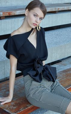 Womens Fashion - The complete Silvia Tcherassi Pre-Fall 2019 fashion show now on Vogue Runway. Jugend Mode Outfits, Fashion Outfits, Womens Fashion, Fashion Trends, Dress Fashion, Fashion Details, Fashion Design, Fashion Show Collection, Business Attire