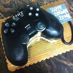 Play station remote cake www.kriebelscustomcakes.com Teen Boy Party, Birthday Party For Teens, Teen Birthday, Birthday Ideas, Birthday Cake, Playstation Cake, Cake Design For Men, Teenage Parties, Bakery Cakes