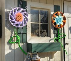 Use your road side rescues to brighten up your yard. These colorful flowers were formerly hub caps that found their way to the curb. Brush and clean off any deb…