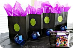 Party bags for Disney Villains Halloween party. Maleficent Party, Villains Party, Disney Villains, 7th Birthday Party Ideas, Birthday Fun, Party Bags, Party Gifts, Party Favors, Shower Favors