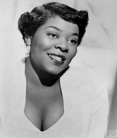 Dinah Washington 1952  Radio : http://www.viaouest.com/radio-6009.html Extraits MP3 : http://www.viaouest.com/ecoute-dinah-washington.html  By Mercury Records The full size copy of the photo shows the photographer to be James Kriegsmann, New York. (Billboard 30 August 1952 page 30) [Public domain], via Wikimedia Commons