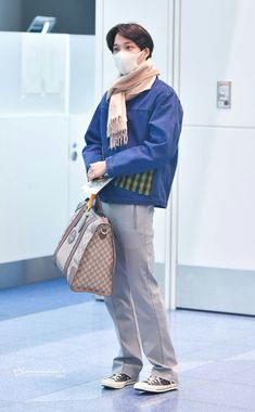 that's EXO — dailyexo: Kai - 180110 Tokyo Airport, departing. Kpop Fashion, Korean Fashion, Mens Fashion, Airport Fashion, Exo Kai, Suho, Kaisoo, Kim Jongin, Mode Streetwear