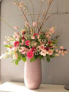 今週は花いっぱいのご注文製作が続いております。 卒業、合格お祝い、退職、いろんな... Valentine Flower Arrangements, Contemporary Flower Arrangements, Flower Arrangement Designs, Artificial Floral Arrangements, Church Flower Arrangements, Vase Arrangements, Beautiful Flower Arrangements, Flower Centerpieces, Flower Vases
