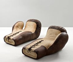 Rare pair of two large chaise lounges boxing gloves designed by De Sede, DS Upholstered in high quality milk chocolate and cream-colored leather, circa Wooden Furniture, Antique Furniture, Furniture Design, Chaise Lounges, Lounge Chairs, Juice Bar Design, Christopher Dresser, The Golden Boy, Boxing Club