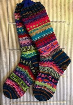 These are a bright reminder to use up those scrappy small balls! squarejane's End of the year Monster socks 2013 Crochet Socks, Knit Or Crochet, Knitting Socks, Hand Knitting, Knit Socks, Happy Socks, My Socks, Slipper Socks, Slippers