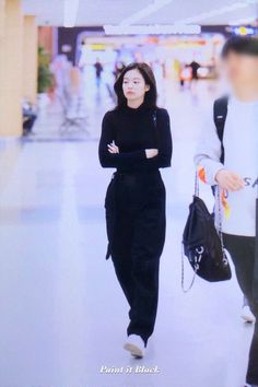 Jen Jen, Korea Fashion, Airport Fashion, Jennie Blackpink, Airport Style, Korean Girl, Black Hair, High Waisted Skirt, Normcore
