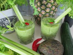 Tinskun keittiössä ja Tyynen kaa: Nesteenpoisto smoothie Guacamole, Chili, Mexican, Favorite Recipes, Ethnic Recipes, Food, Pineapple, Chile, Chilis