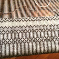 Weaving Textiles, Weaving Art, Tapestry Weaving, Loom Weaving, Hand Weaving, Weaving Designs, Weaving Projects, Weaving Patterns, Weaving Techniques