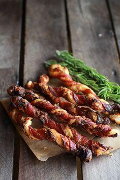 Süßen und herzhaften Cheesy Bacon Wrapped Blätterteig Twist | halfbakedharvest.com