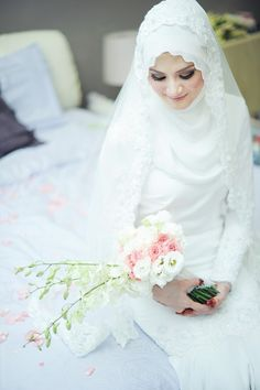 someday I want to wear this dress for my wedding Malay Indoor Not Applicable Photographers Sahee + Dora Muslimah Wedding Dress, Muslim Wedding Dresses, Muslim Brides, Bridal Dresses, Wedding Gowns, Bridal Hijab, Wedding Hijab, Malay Wedding Dress, Mode Hijab