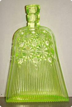 Duncan 1880's Daisy and Button/Vaseline glass whisk broom novelty