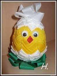 Výsledek obrázku pro artyčoková technika Quilted Ornaments, Ball Ornaments, Techno, Weaving, Easter, Quilts, Children, Crafts, Eggs