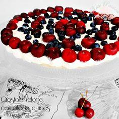 Una crostata veloce, senza cottura, da decorare con frutta di stagione. Io ho utilizzato ciò che avevo in casa ma voi abbondate con la decorazione! =D  #RosePassion #easyrecipes #unbaked  http://www.rosacinque.com/2014/07/14/crostata-veloce-con-ciliegie-e-ribes/