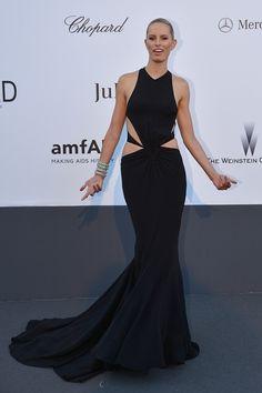 "Karolina Kurkova with her best ""come at me, bro"" pose. | 53 Bizarrely Glamorous Photos From The amFAR Gala Red Carpet"